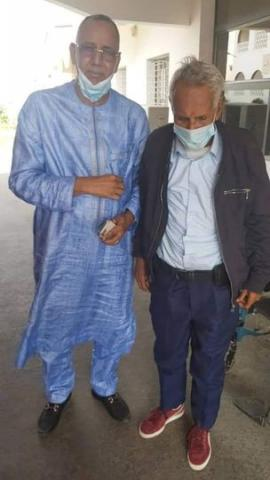 الصورة تظهر باي بيخا ورئيس الجالية الموريتانية في السنغال السيد حماده ولد اب