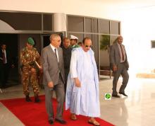 الرئيس عزيز لدى مغادرته نواكشوط