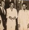 الصورة تجمعني مع أخي المجتبى والسفير العراقي آنذاك السيد عبد الحسين الرفيعي . في منزل السفير بنواكشوط .